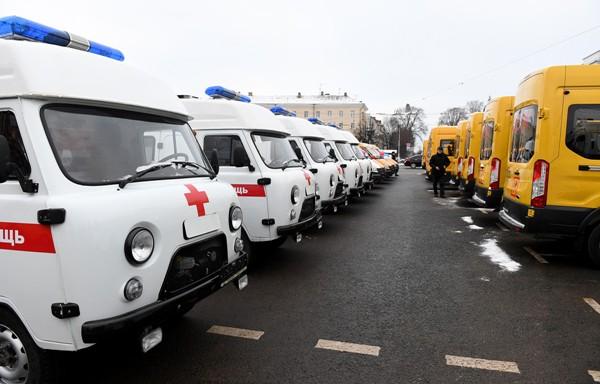 Медведев сообщил о дополнительном финансировании регионов на школьные автобусы и «скорые» в объеме до 10 млрд рублей