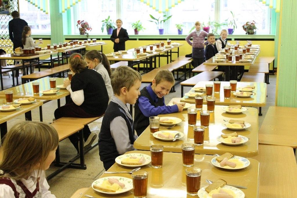 Роспотребнадзор забраковал около 1 процента готовых блюд в кировских школах