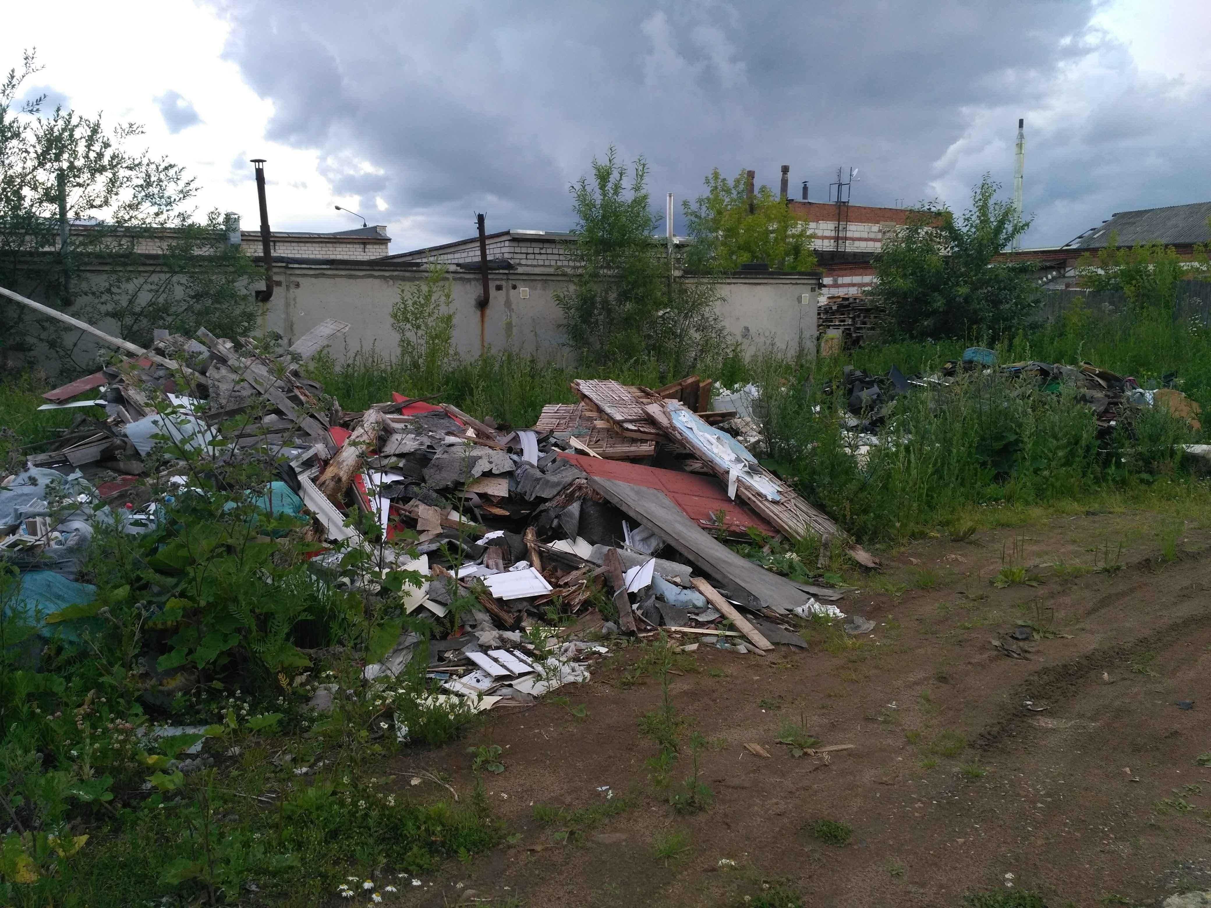 В Кирове предприниматель устроил свалку автозапчастей