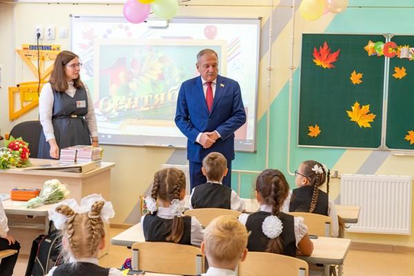 Владимир Быков принял участие в праздновании Дня знаний