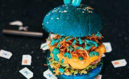 В «Краснодарском парне» в меню появились голубые бургеры!