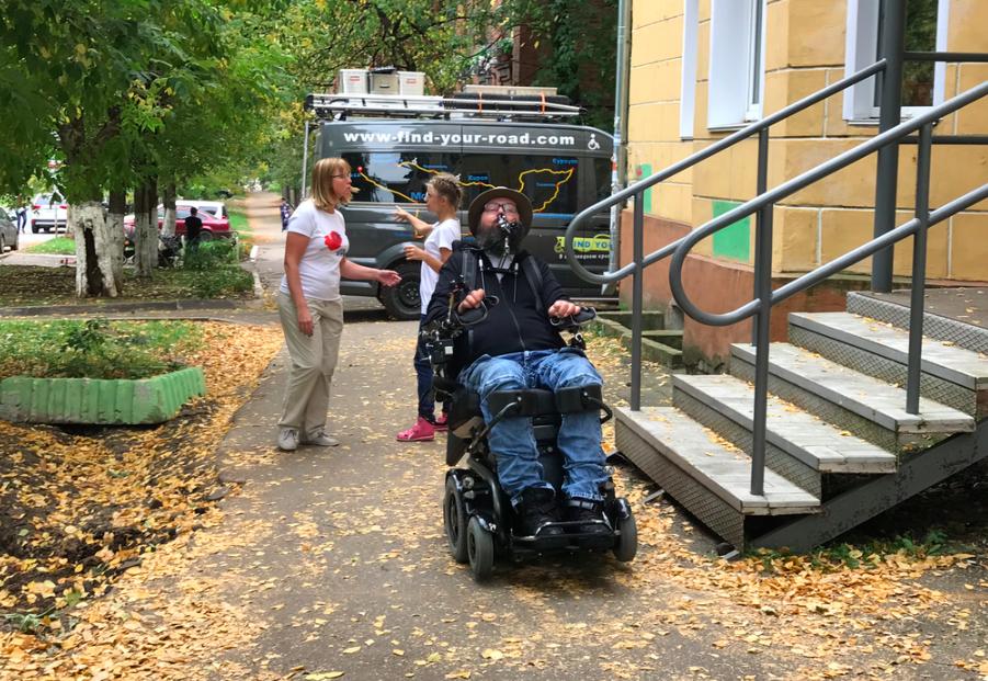 Дорогою добра. Немецкий путешественник на инвалидной коляске прибыл в Киров