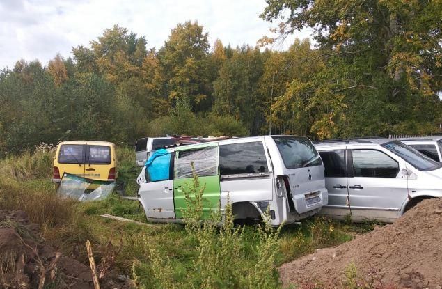 В пригороде Кирова растёт несанкционированная свалка старых автомобилей