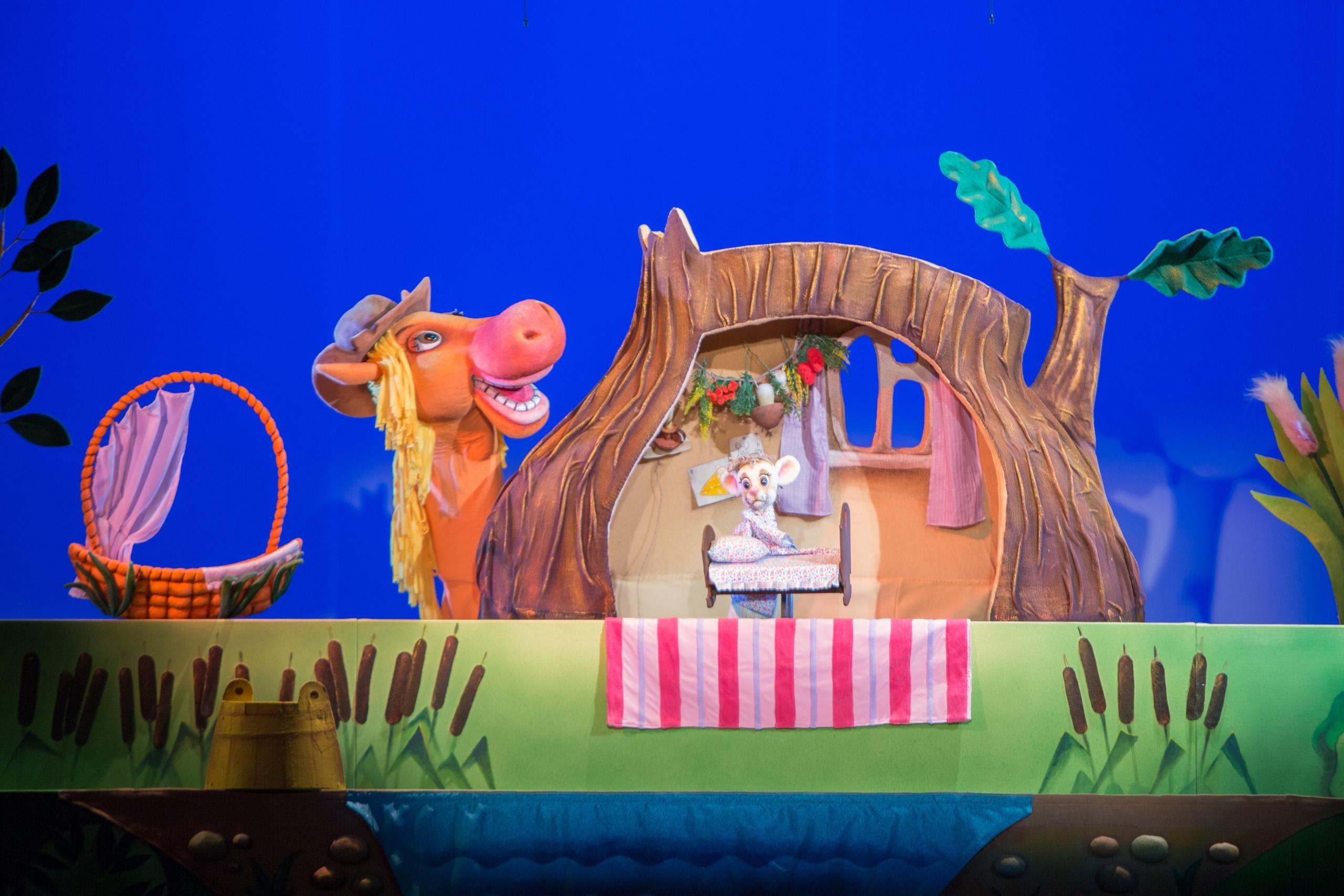 Актёры Республиканского театра кукол на кировской сцене