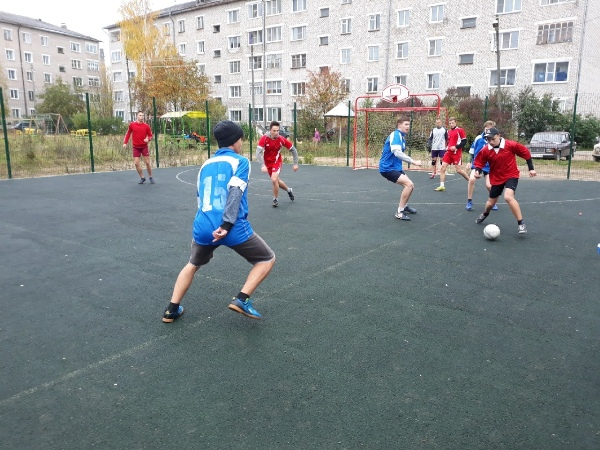 Лузские единороссы организовали дворовый футбол среди молодежи