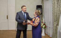 Олег Валенчук поздравил ветеранов с праздником