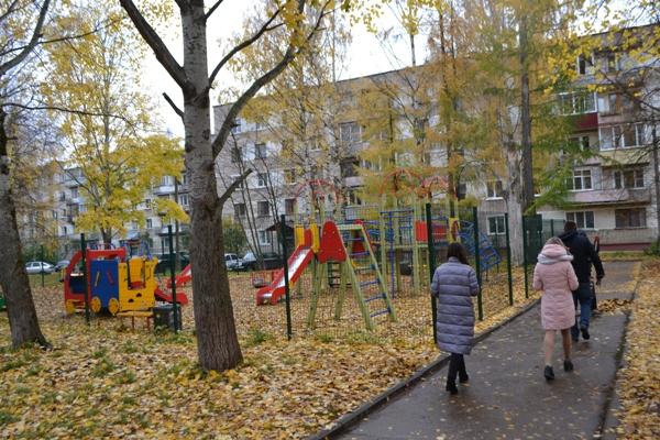 В Кирово-Чепецке провели рейд по детским площадкам