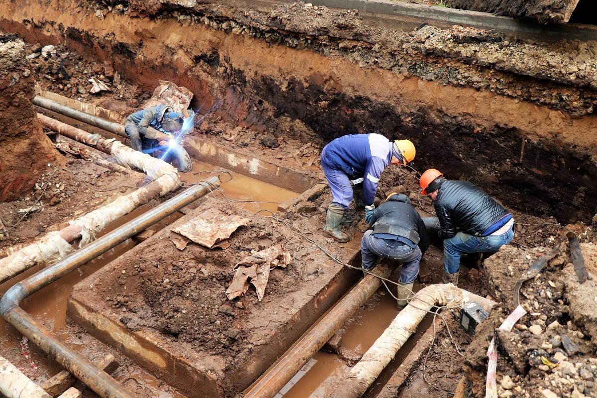 На ул. Чернышевского в Кирове заменено уже более 300 метров труб