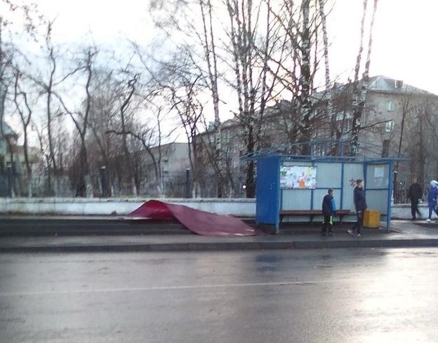 В городе восстанавливают пострадавшие от ветра остановки
